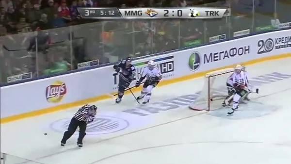 Árbitro de hockey sobre hielo murió tras ser golpeado por el disco