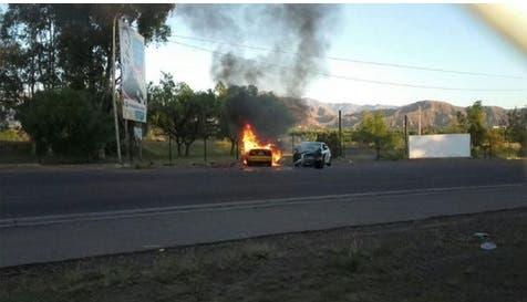 Mendoza: un taxi chocó contra un auto y el chofer murió calcinado