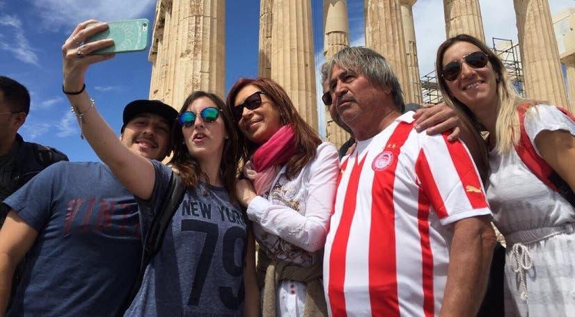 CFK fue escrachada por jóvenes en el Parlamento Europeo
