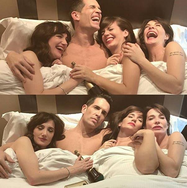 Festejó desnudo en la cama con tres actrices
