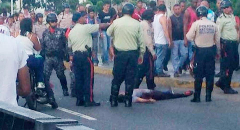 Al menos un muerto durante la consulta popular — Venezuela