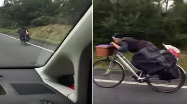 Monja en bicicleta a toda velocidad causa furor en redes sociales — Youtube