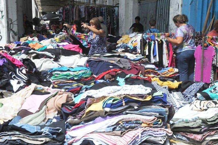 ca4ca5c1a1 De dónde viene la ropa usada que venden barata en las ferias ...