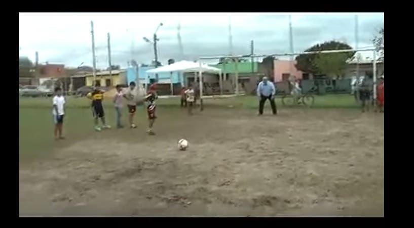 Macri se burló del gobernador de Corrientes por su papelón como arquero