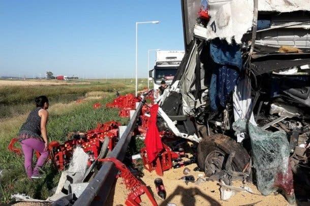 Rosario: Triple choque de camiones en la autopista Córdoba