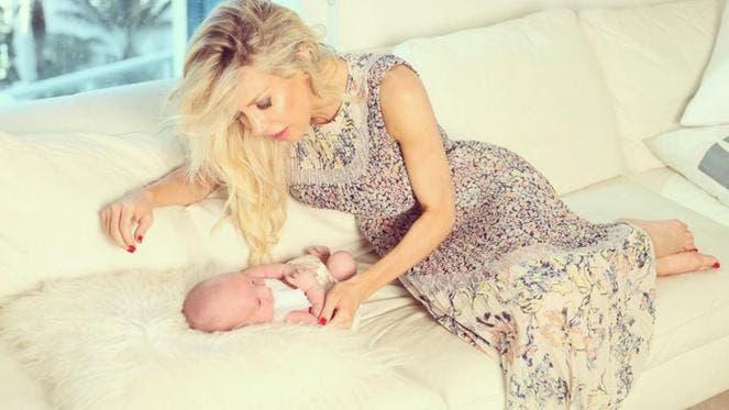 Luciana Salazar compartió imágenes del primer mes de su hija