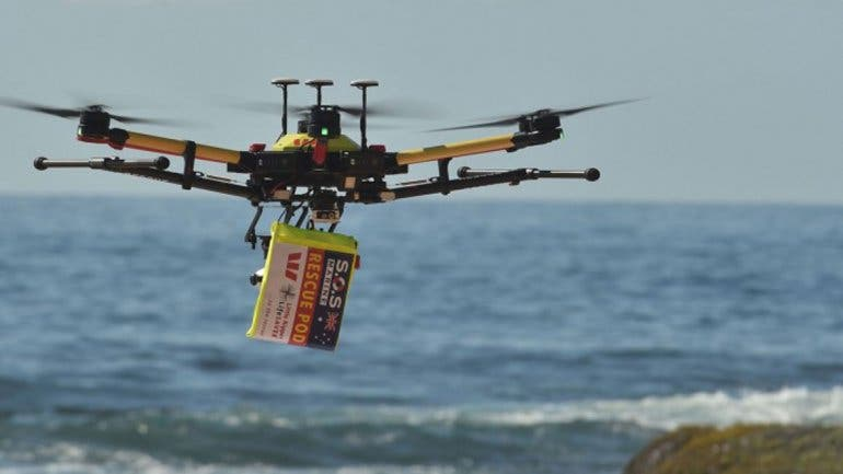 Rescatan a jóvenes con un dron en Australia