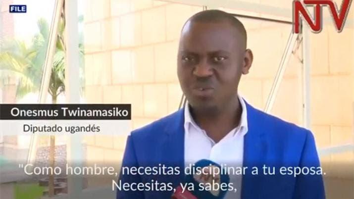 Un diputado de Uganda recomienda pegar a las mujeres para disciplinarlas