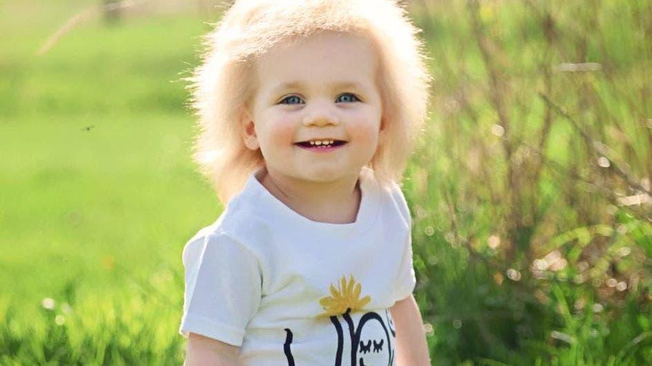 Esta bebé es viral por su particular look...¡Imposible de peinar!
