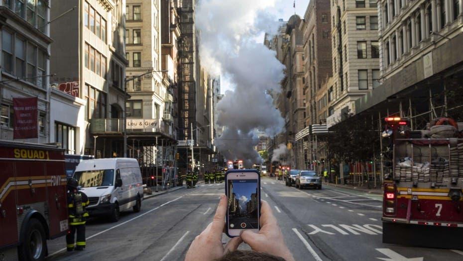 Explotó una cañería debajo de la Quinta Avenida de Nueva York