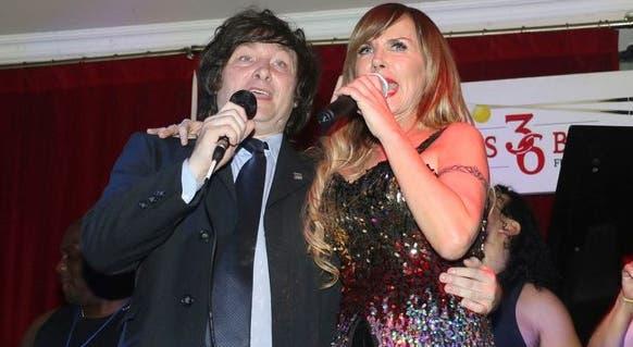 Javier Milei brindó un romántico show musical junto a su novia