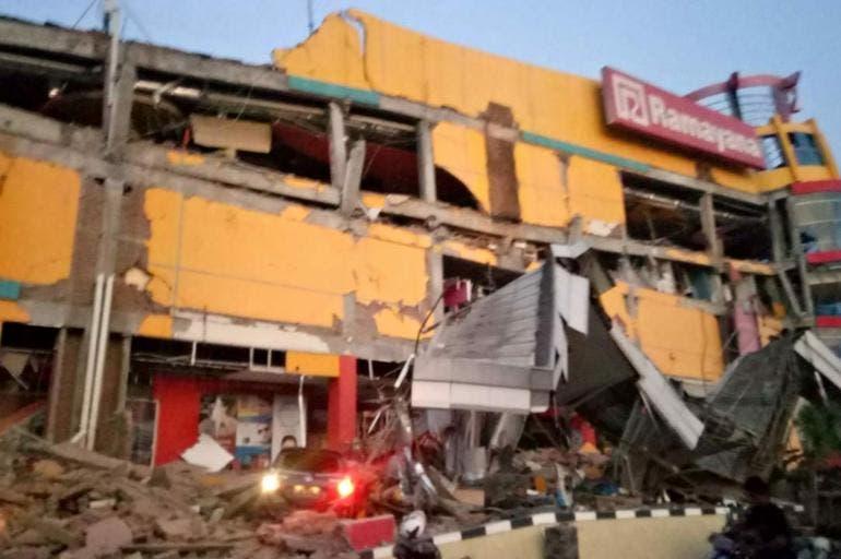 Internacionales: Suben a más de 1.200 las muertes por tsunami en Indonesia