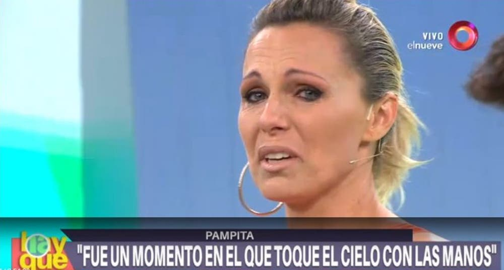 Denise Dumas desconsolada al aire luego de ver un video