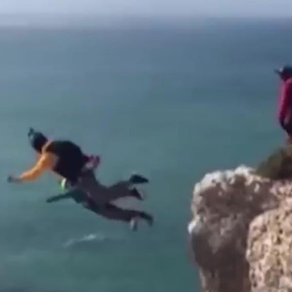 Se tiró desde 100 metros, el paracaídas no funcionó y murió