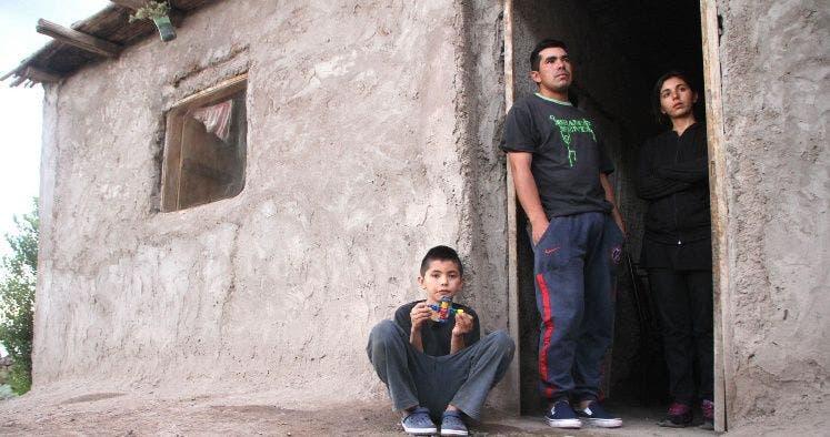 Resultado de imagen para Milagro en San Juan: miraba con su hijo el granizo en la puerta de su casa cuando literalmente lo atravesó un rayo, y sobrevivió