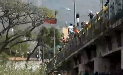 Denuncian represión en el Puente Internacional Simón Bolívar
