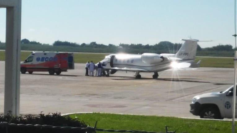 Sergio Denis llegó a Buenos Aires en un avión sanitario desde Tucumán