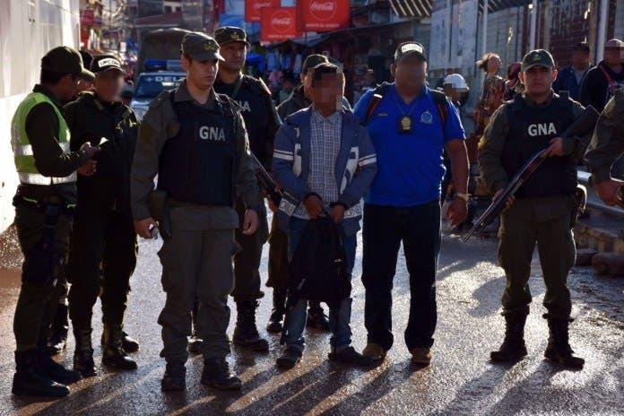 Cae argentino 'capo' del narcotráfico que tenía sello rojo