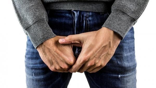 Sufre erección un hombre por 9 días tras caer de su moto