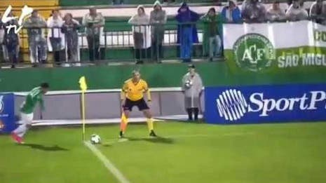 El extraño movimiento de la pelota en el estadio del Chapecoense