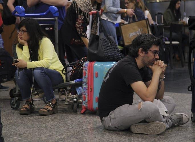 Paro sorpresivo de pilotos: reprograman 40 vuelos