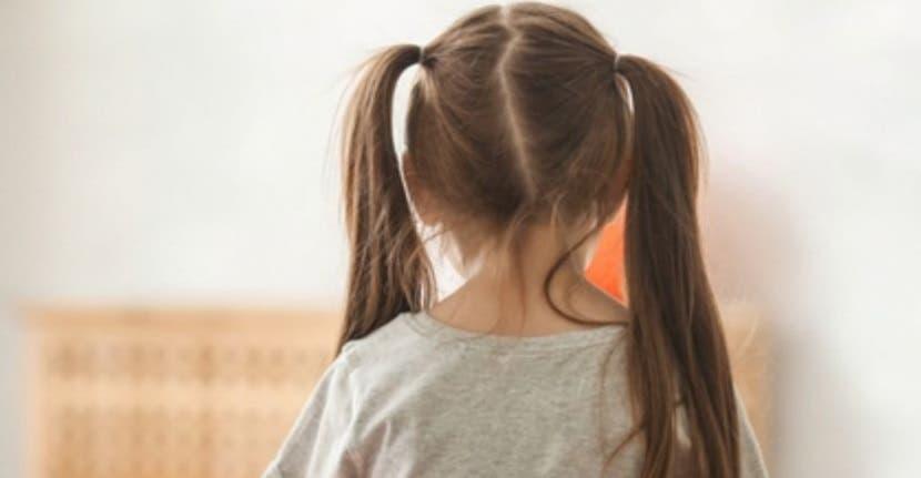 Instala cámara en el cabello de su hija autista para confirmar maltratos