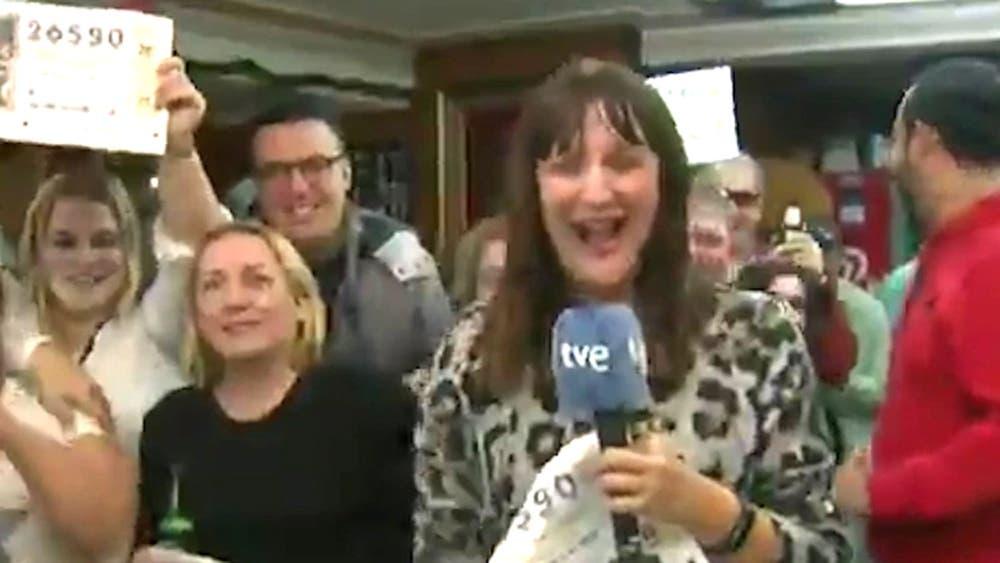 Reportera gana la lotería durante una transmisión en vivo