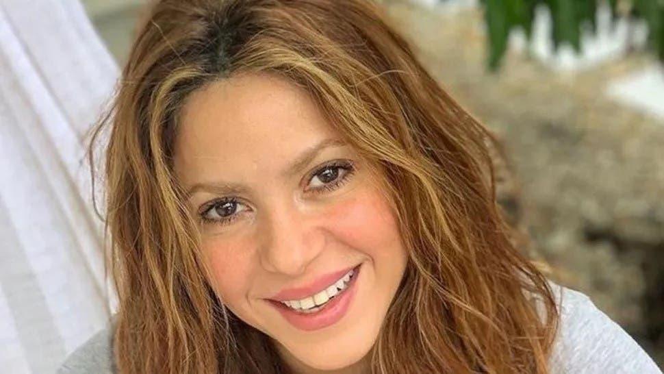 Shakira fabrica alcohol en gel en vez de perfumes — Coronavirus en España