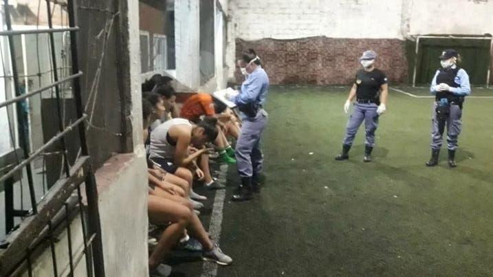 Detienen a 11 mujeres que iban a jugar al fútbol en Chaco
