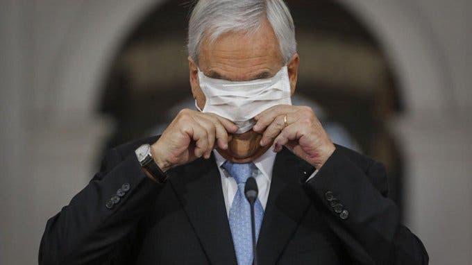 Presidente Piñera protagoniza polémico momento en funeral de su tío