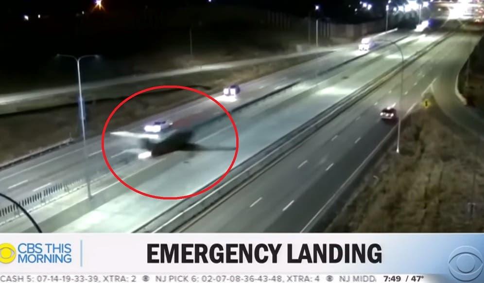 Impresionante aterrizaje nocturno de avioneta en autopista de EE. UU