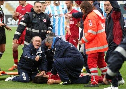 Afrontó un dolor imposible y falleció en pleno partido de fútbol: cuando la vida pega demasiado fuerte