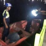 Dos policías se metieron en bote al lago San Miguel para atrapar a un ladrón