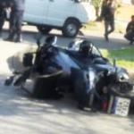 Feo debut de las supermotos de Hofer: chocan una combi y los motochorros a los que venían persiguiendo se escapan