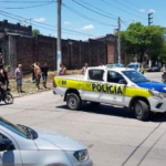 Tiroteo entre policías y cuatro ladrones que intentaban ingresar a una casa
