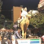 La Bancaria marchó por el centro con un camello, liderando la fiesta popular por la caída de Alperovich (VIDEO)