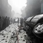 Un avión con 107 personas a bordo se estrelló en una zona residencial de Pakistán