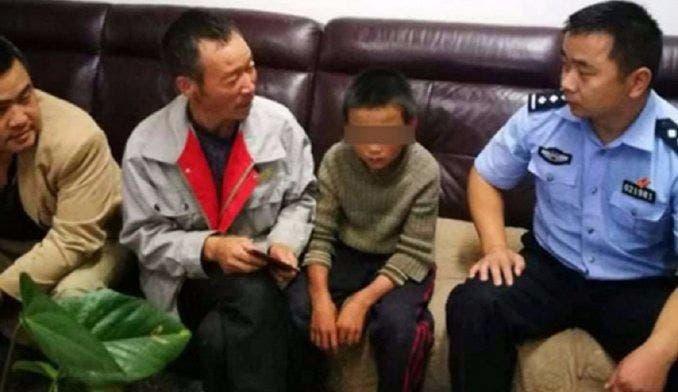 Niño comió serpientes durante 24 días para sobrevivir